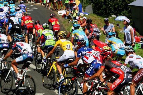 Combien de calories les coureurs du tour de France brûlent-ils par jour ?