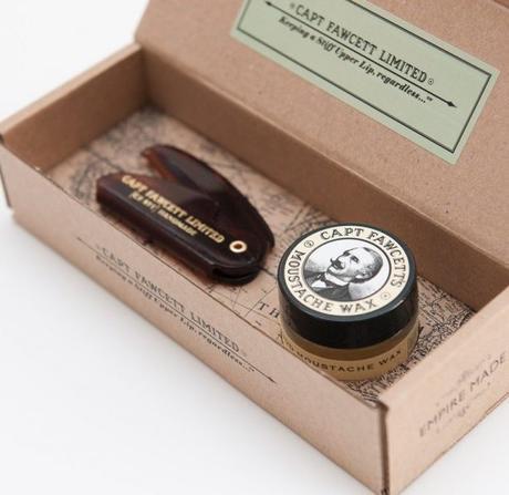 Captain Fawcett's - Cire à moustache (parfum bois de santal) & peigne à moustache de poche pliant