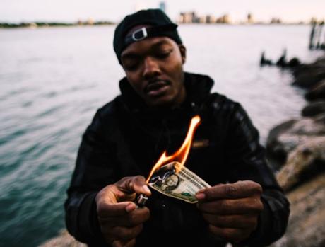 Le rappeur de Détroit L.A.Z fume tout, même ta paperasse