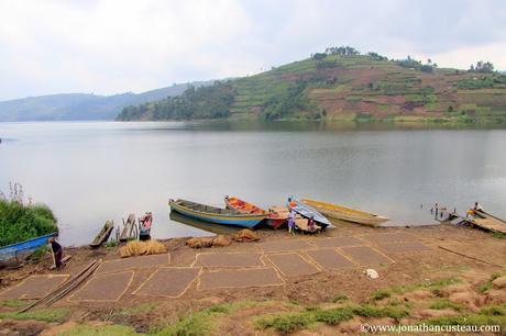 Le lac Bunyonyi et les Twas