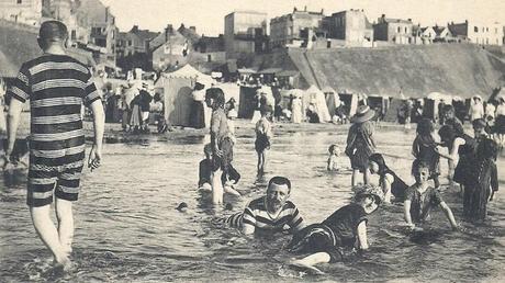 1900 - Burkini homme respectueux de la 'Awra devant ses Mahârimes, les autres hommes, sa femme, et les autres femmes étrangères