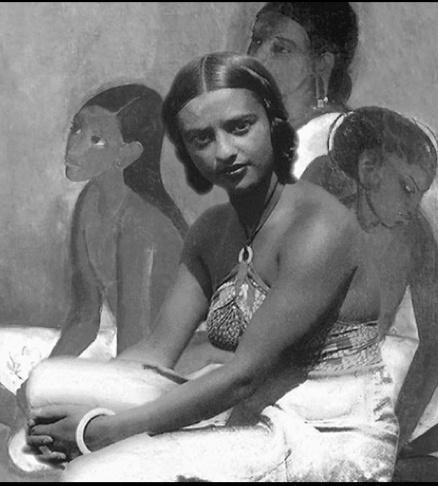 Amrita Sher-Gil devant une de ses peintures