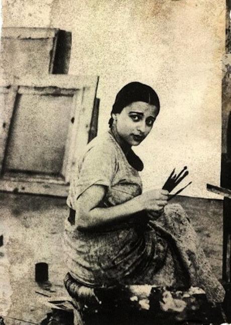 Amrita Sher-Gil dans son atelier à Shimla, photographiée par son père Umrao Singh Sher