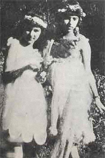 Amrita avec sa soeur Indira en 1922