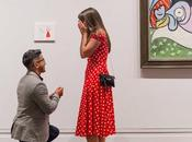 demande main accrochant tableau dans Metropolitan Museum