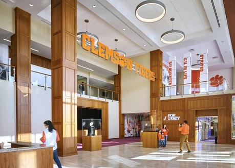Focus sur le complexe de football à 55 millions de dollars d'un collège américain