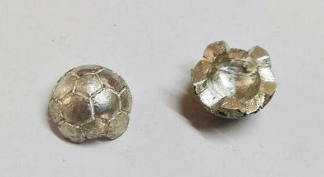 deux moitiés de ballon en argent