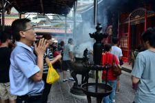A l'inverse du temple Hsintien, Lungshan fait la part belle à l'encens