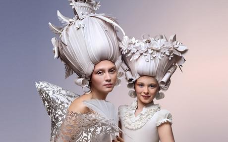 Cette artiste réalise d'incroyables perruques en papier
