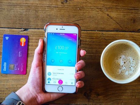 Revolut, la banque mobile sur votre iPhone permet la configuration des paiements récurrents en plusieurs devises