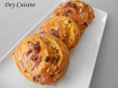 Roulés briochés au potimarron, camembert, poire & noix