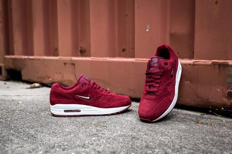 "La Nike Air Max 1 Premium Jewel ""Team Red"" arrive en Europe"