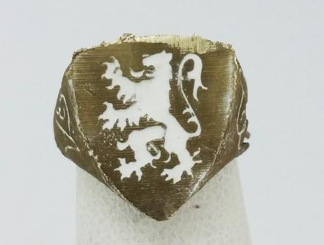 bague lion héraldique en or blanc