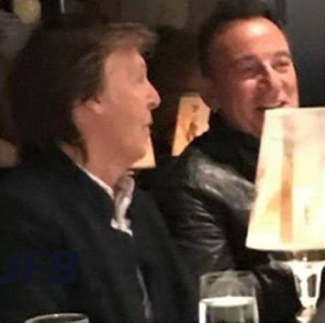 Deux Boss aux restairant #PaulMccartney #BruceSpringsteen #TheCarlyleRestaurant
