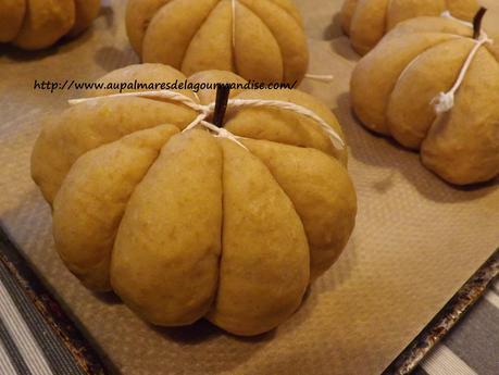 Petits pains briochés à la courge Butternut, farine d'épeautre T150, en forme de citrouilles Pour Halloween IG bas ,healthy,vegetarien