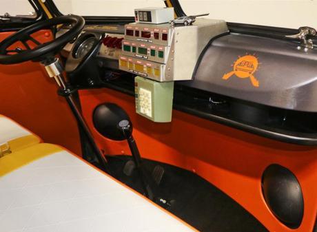 Un Combi Volkswagen transformé en DeLorean de Retour vers le futur