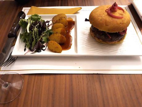 Burger au Morteau & Comté © Gourmets&co