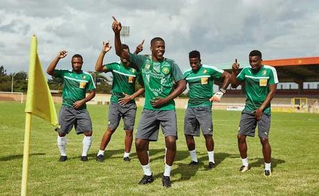 Le rappeur MHD présente le nouveau maillot de foot du Cameroun