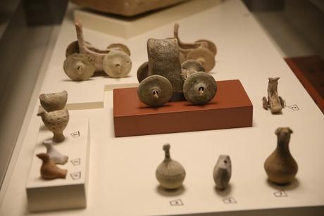 Un char jouet vieux de 5000 ans découvert en Turquie dans la tombe d'un enfant
