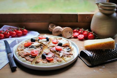 Pizza à la crème de champignons et de Grana Padano