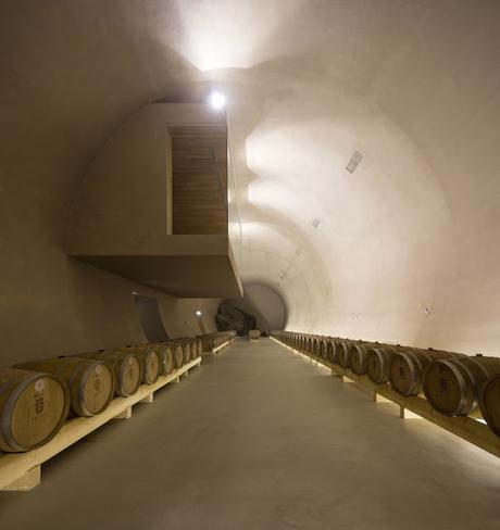 Les caves de Herdade do Freixo à Redondo au Portugal par Frederico Valsassina - Architecture