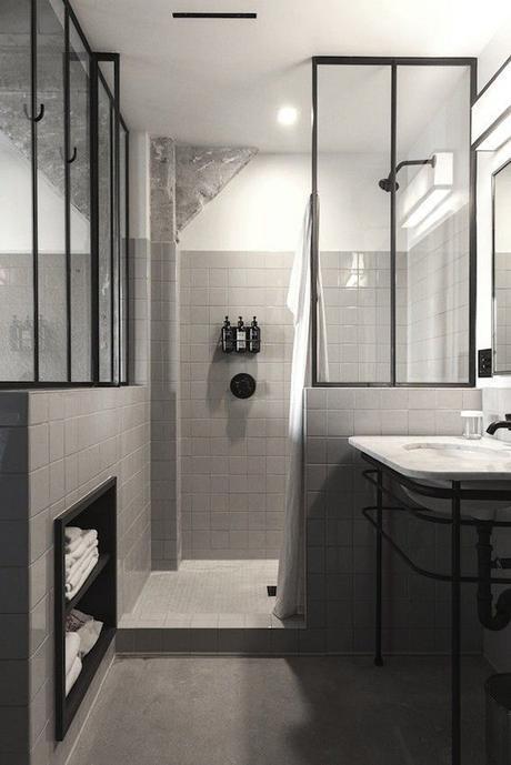 salle de bain avec verrrière artiste deoc masculine