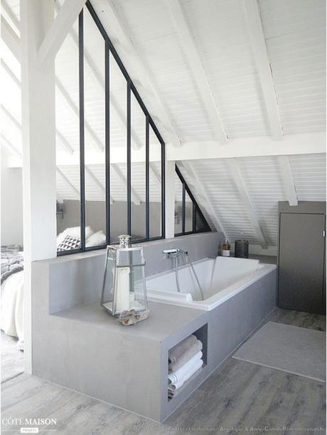 chambre parentale combles salle de bain avec verriere