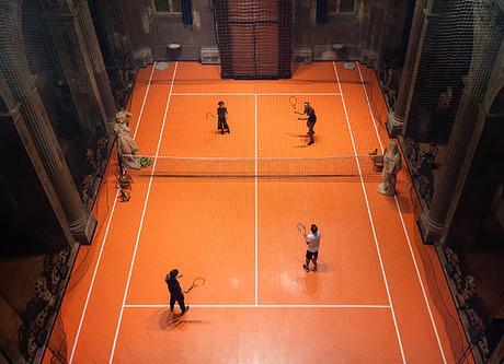 Il installe un court de tennis… dans une église!