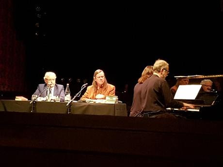 Pierre Voélin, Jean-Pierre Vallotton et, de dos, Marlyse et Guy Fasel