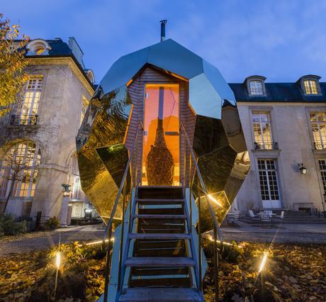 Paris : un sauna «Solar Egg» s'installe dans le jardin de l'Institut suédois