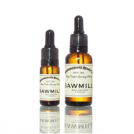 Appliquez une huile à barbe pour protéger sa barbe en hiver