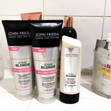 Test et avis sur la gamme pour cheveux blonds : Brillantly Brighter Sheer Blonde de John Frieda !