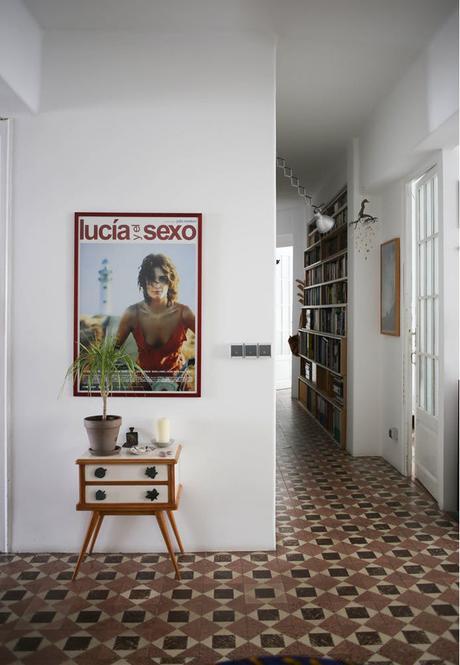 Visite d'un appartement rétro folk à Valencia