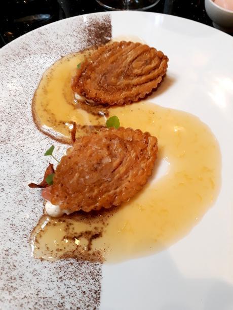 Millefeuille d'Arlettes, chips de marrons © Gourmets&co