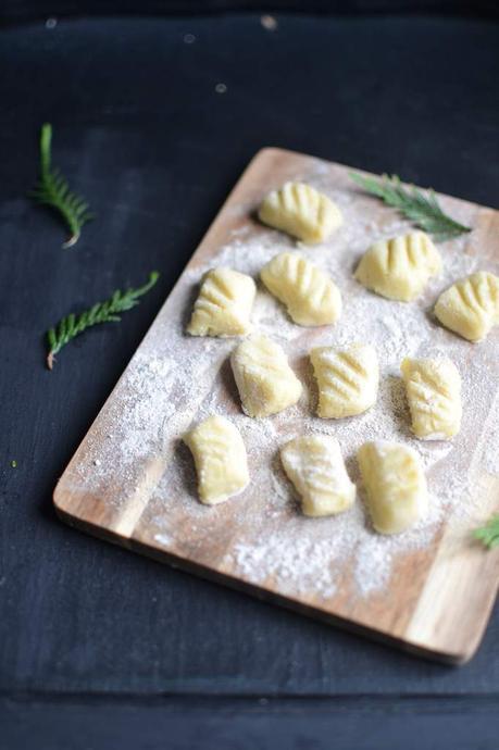 Gnocchi de pomme de terre poêlés, sauce crémeuse à la moutarde au Chablis et à la Truffe Noire Maille