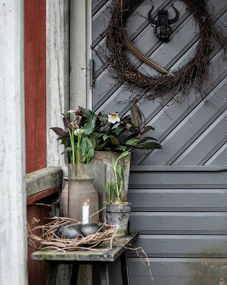 Déco d'hiver dans le jardin d'une ferme suédoise