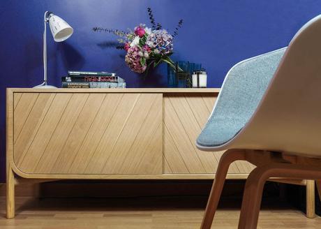 Hartô Marius Pierre-Francois dubois buffet en bois chêne clem around the corner mur bleu chaise hay grise blanche