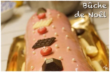 Bûche mousse orange au Cointreau, mousse au chocolat noir, biscuit cuiller, croustillant pistache