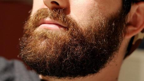 Comment éviter les pointes fourchues de barbe