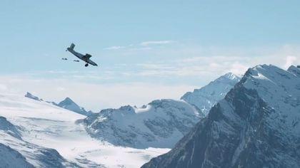 Vol wingsuit et atterrissage dans un avion