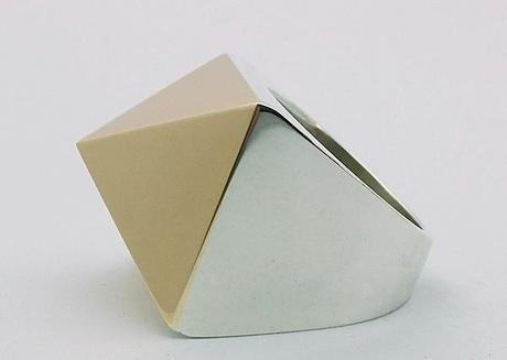 bague or et argent pyramide