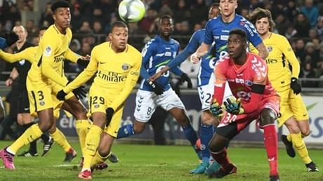 L'ENORME tacle de Pierre Ménès sur deux joueurs du PSG après la défaite face à Strasbourg !