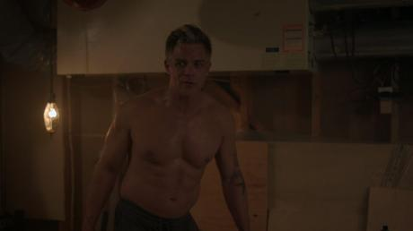 SEXY : Sheriff Keller shirtless in Riverdale 2×7
