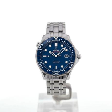 Offrez une montre de luxe ou une montre connectée.