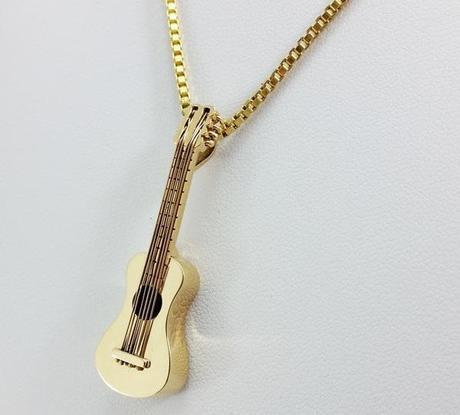 pendentif instrument personnalisé en or 18 carats