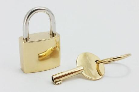pendentif cadenas en or jaune 18k