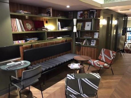 Dès l'entrée, nous sommes plongés dans l'ambiance retro-moderne - Hotel louvre piemont