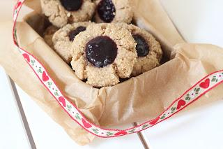 Biscuits de Noël vegan sans gluten à la confiture et l'arachide