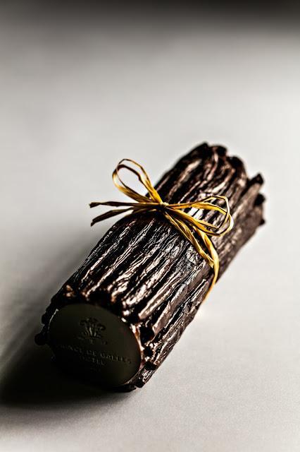 Le Prince de Galles présente sa bûche de Noël «Tahitensis», la vanille sublimée.