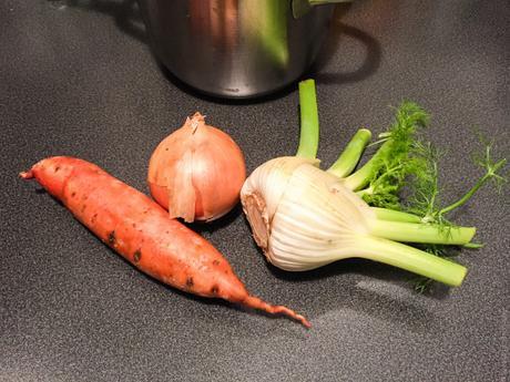 Combinaison – Soupe de patate douce, chou, fenouil, carotte et lentilles corail
